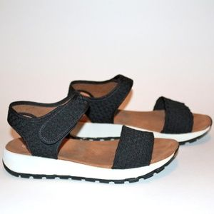 bernie mev. black sandal with velcro strap